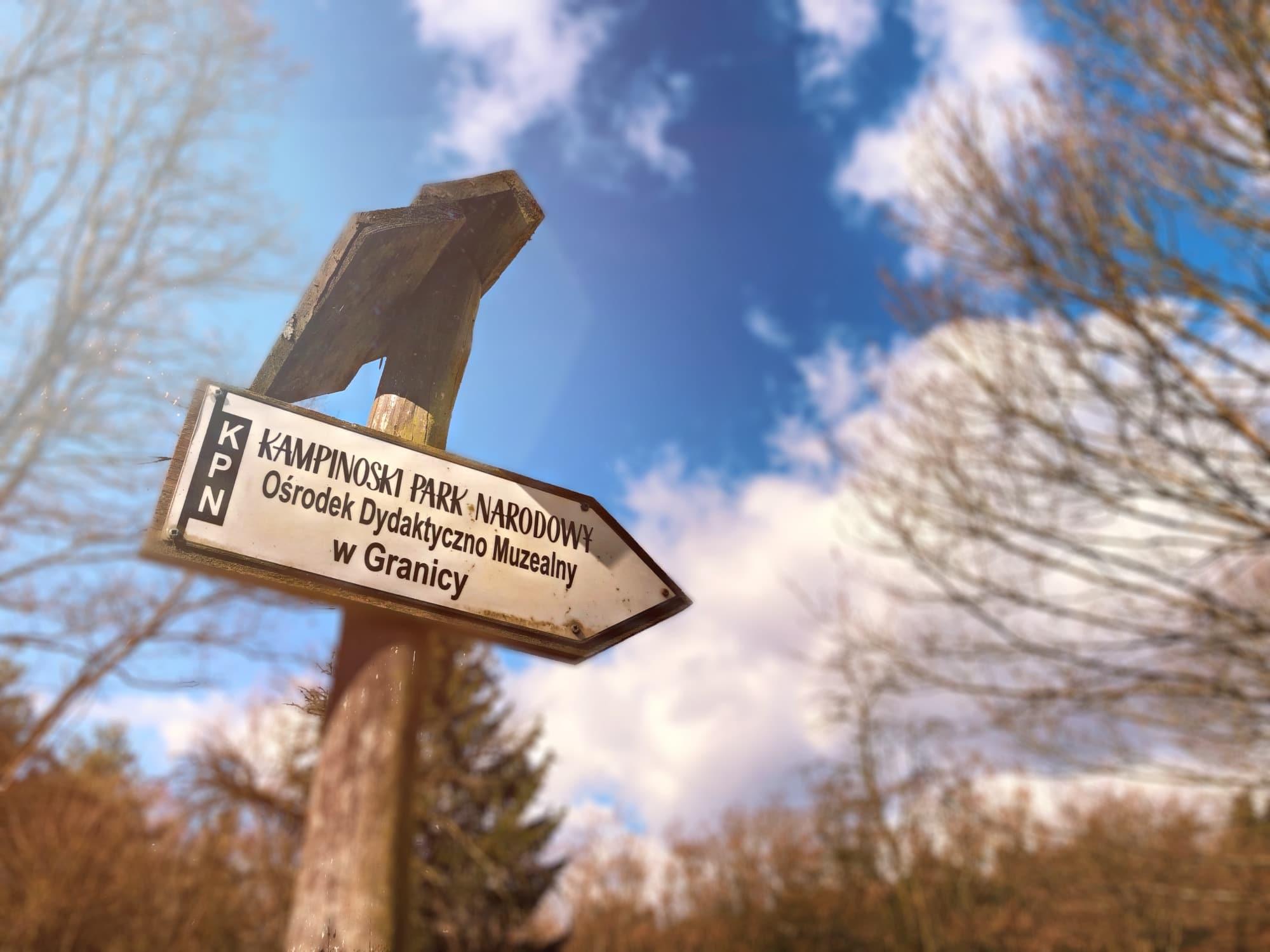Miejscowość Granica leży na południu Kampinosu. To świetny punkt wejścia na szlaki turystyczne prowadzące wgłąb Puszczy. Leży przy drodze łączącej Warszawę i Sochaczew.